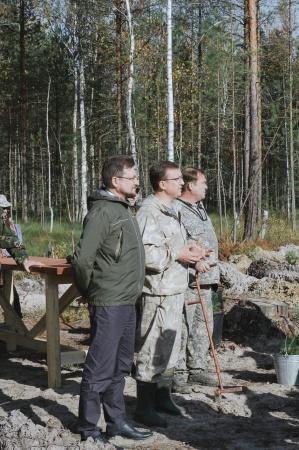 В осенней акции по посадке саженцев хвойных деревьев приняли участие сотрудники Дворца молодежи.