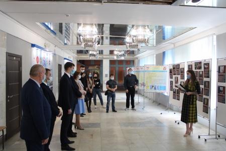 """Сегодня во Дворце молодежи открылась фотовыставка """"Учителя в Великой Отечественной войне"""""""