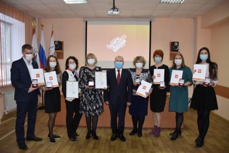 17 декабря во Дворце Молодежи состоялась Торжественная церемония награждения волонтеров, посвященная Международному дню добровольца